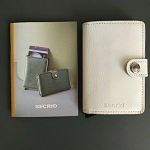 """Secrid"" wallet"